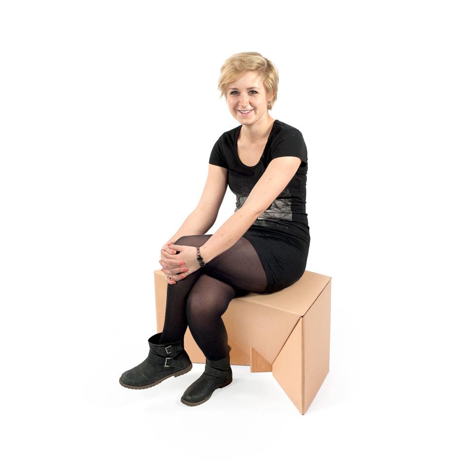 krzesło z kartonu