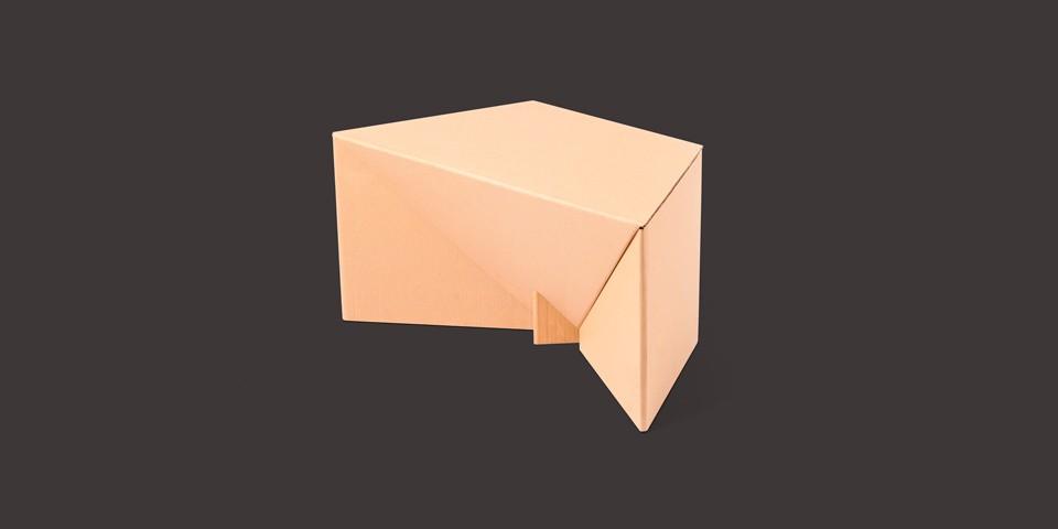 Karton Chair — Proste, ekologiczne, łatwe w produkcji, ładne.